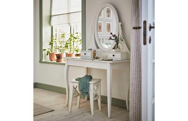Camera da letto Shabby Hemnes toeletta di Ikea