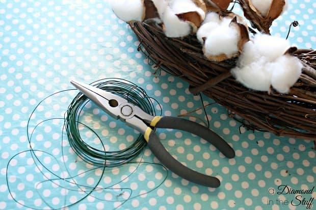 Occorrente ghirlanda rami di cotone, da adiamondinthestuff.com