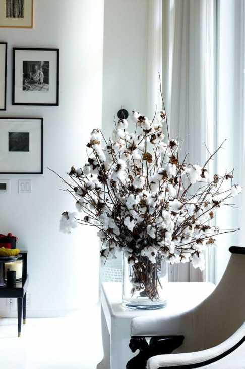 Rami di cotone in vaso, da harpersbazaar.com