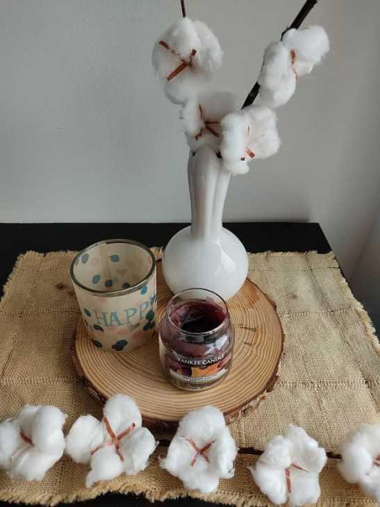 Decorare la tavola con rami di cotone, da Lavorincasa.it