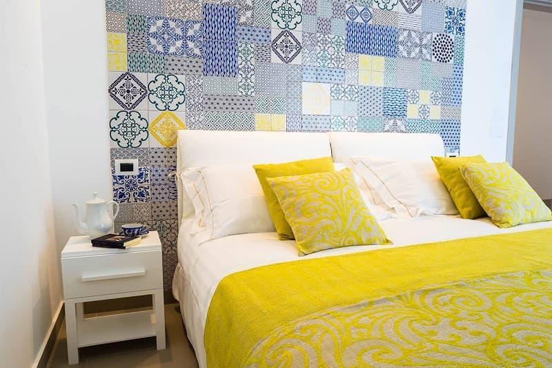 Piastrelle siciliane in camera da letto, da madeamano.it