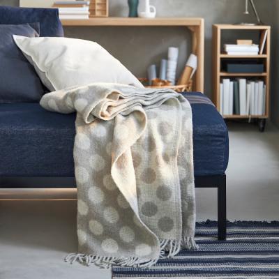 Plaid beige RÅVAROR - Foto by Ikea
