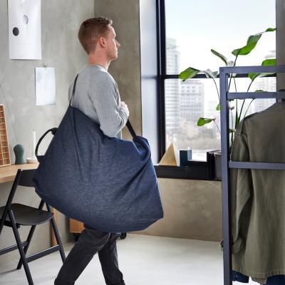Sacca Vansta blu scuro, collezione RÅVAROR - Foto by Ikea