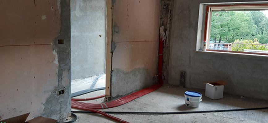 Impianto termico, collegamenti al termosifone, cantiere