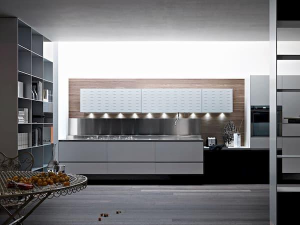Cucina bianca in alluminio verniciato Riciclantica di Valcucine