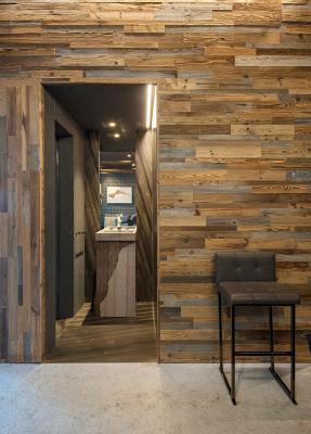 Un rivestimento in legno può essere realizzato in varie essenze