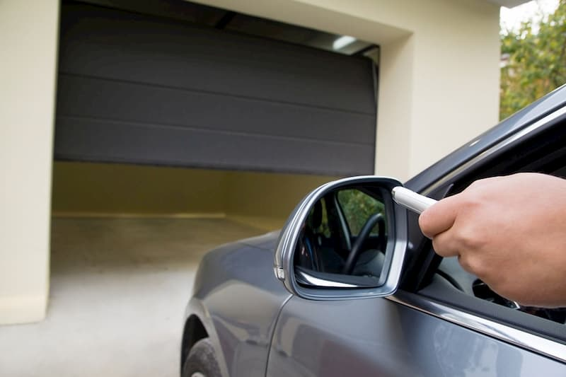 Soluzioni di porte e portoni per il box auto di Sistema Facile