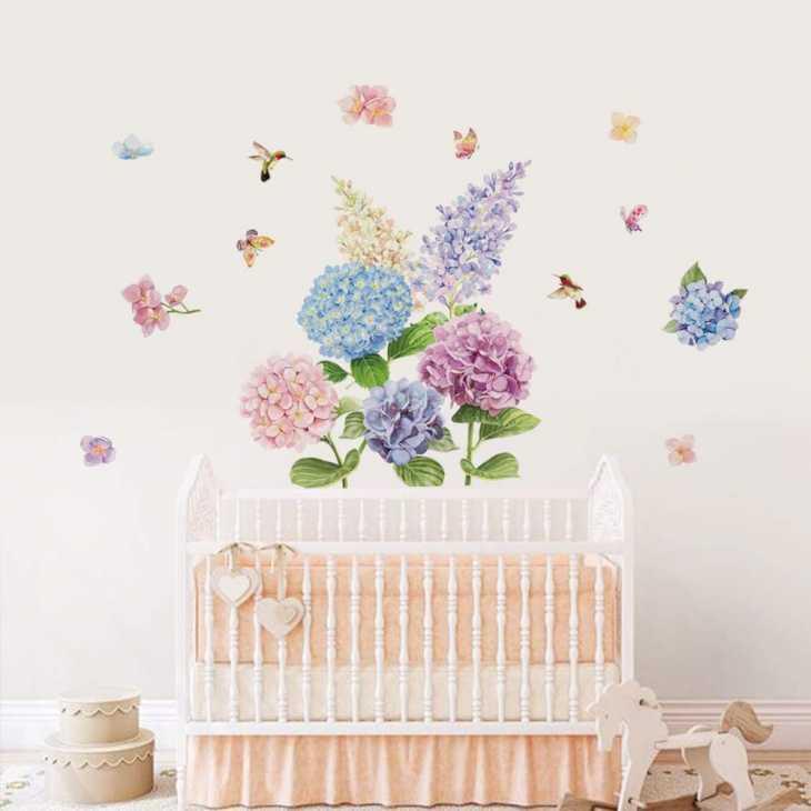 Camera da letto shabby per bambine - Decorazione murale ortensie