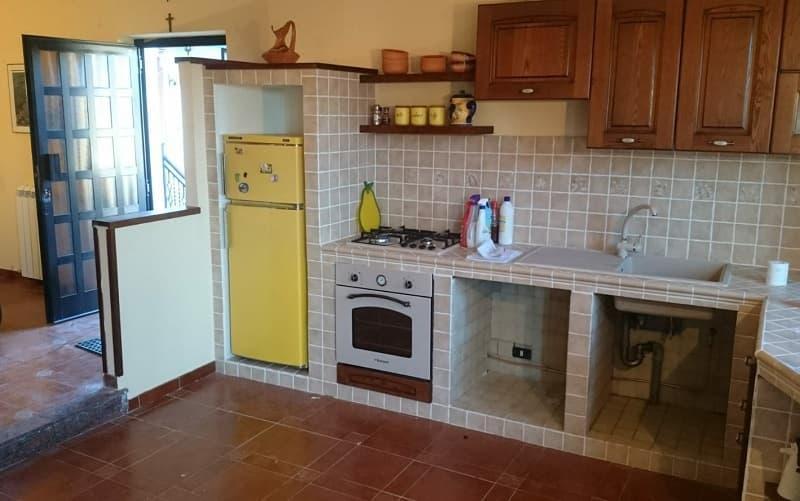 Cucina a muratura realizzata da Costruisci & Ripara con Fabio