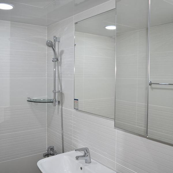 Ambiente bagno poco sicuro presenza doccia senza protezione