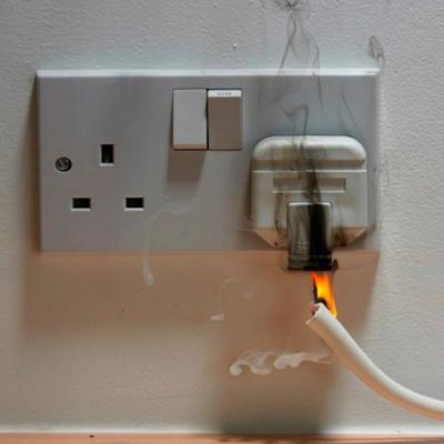 Sicurezza domestica: prese elettriche deteriorate a rischio corto circuito