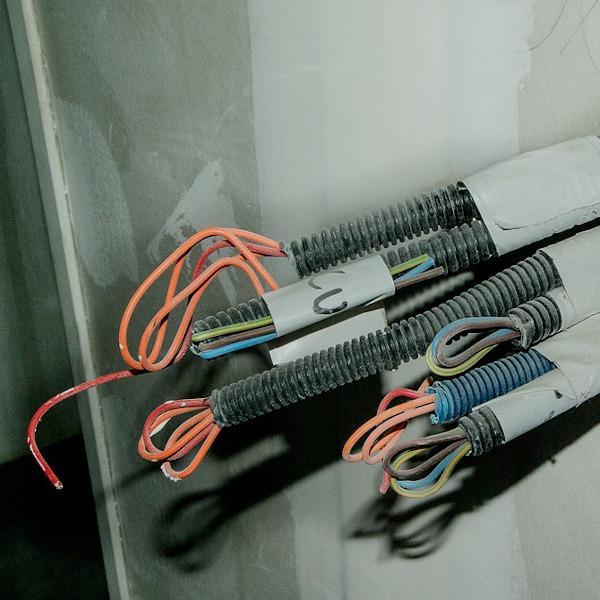 Cavi elettrici da proteggere con materiali isolanti