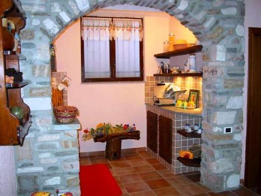 Tavernetta con arco in pietra - C&C Caminetti