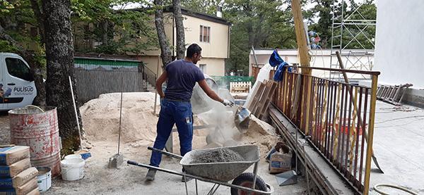 Preparazione miscela per massetto in cantiere - Impresa Pulisud CB