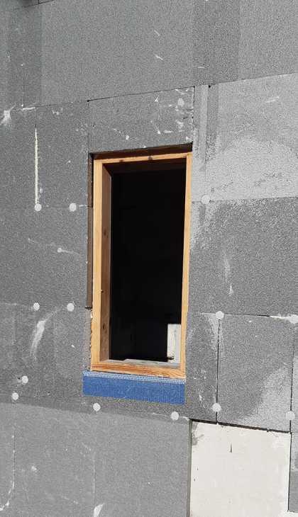 Posa profilo protettivo finestra