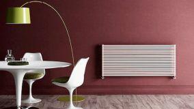 Il design di tendenza di scaldasalviette e radiatori