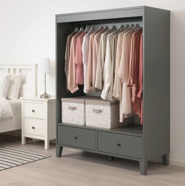 Guardaroba a giorno grigio modello BRYGGJA di IKEA