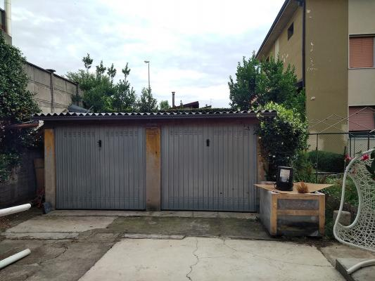 Box garage prima della ristrutturazione