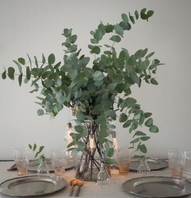 Centrotavola con eucalipto, da thesocialkitchen.org