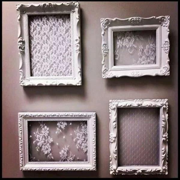 Cornici semivuote per decorare una parete - Credits Pinterest
