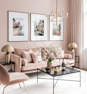 I quadri in salotto non devono superare la larghezza del divano