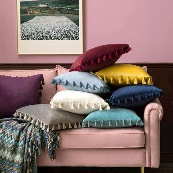 Il colore dei cuscini va scelto in base al contesto - Foto da Pinterest