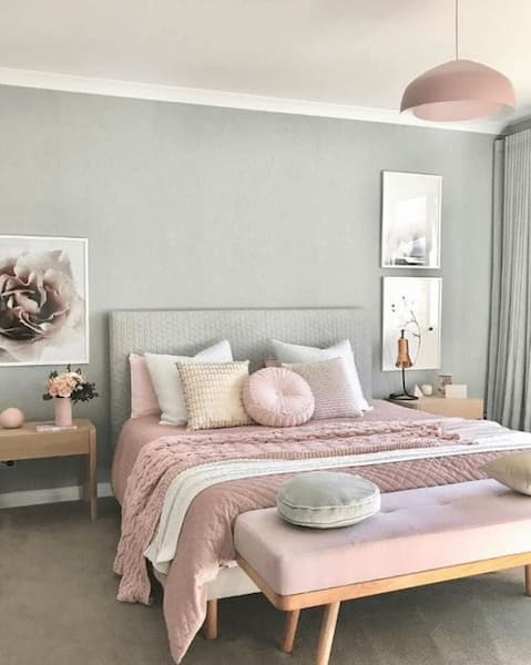 Disposizione cuscini letto asimmetrica - Credits Pinterest