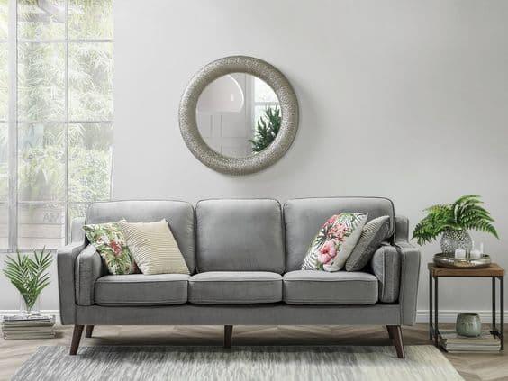 Disposizione simmetrica cuscini divano - Credits Pinterest