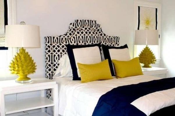 I cuscini colorati e morbidi vivacizzano e rendono confortevole uno spazio