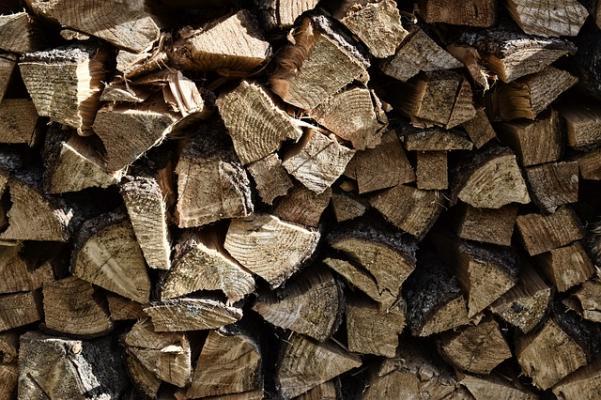 Ciocchi di legno pronti all'uso