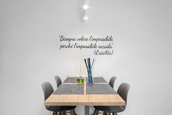 Zona pranzo in un miniappartamento - arch. Felicetti