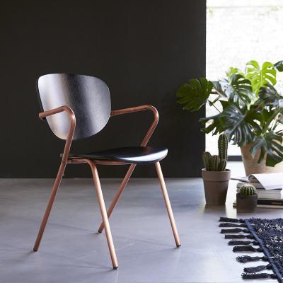 Sedia in legno di quercia e metallo copper modello Ada di Tikamoon