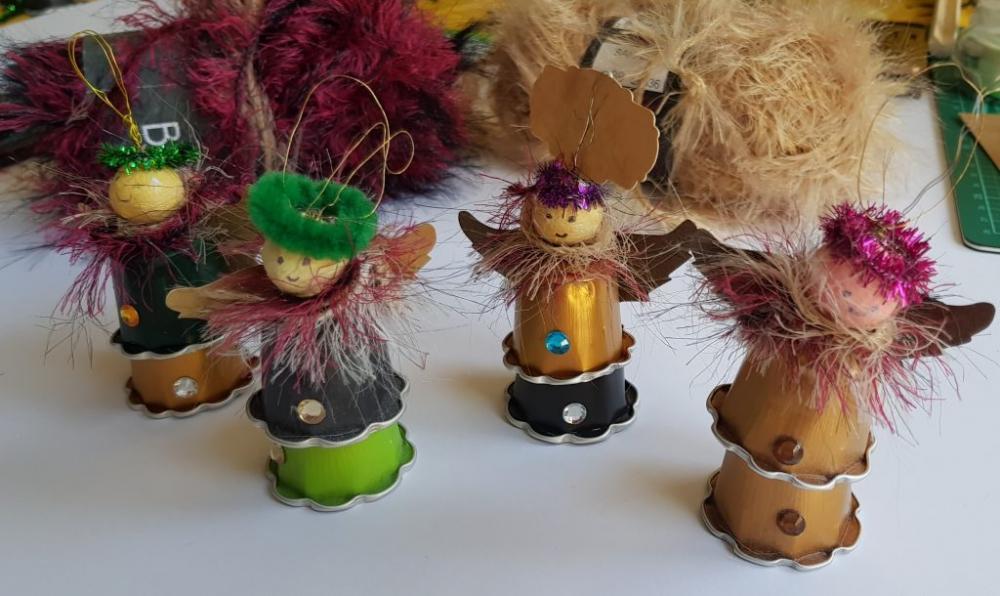 Decorazioni natalizie con capsule del caffè: angioletti, da curiousandgeeks.com