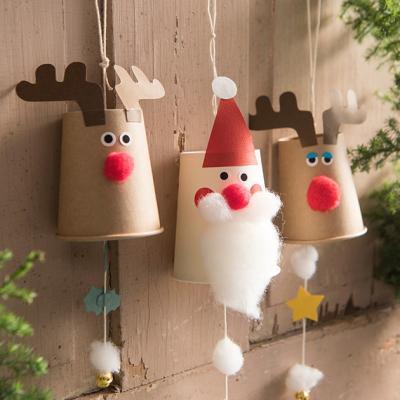 Decorazioni natalizie con bicchierini da caffè, da kirin.co.jp