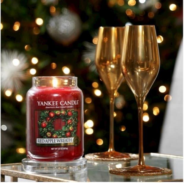 Candela natalizia Red Apple di Yankee Candle