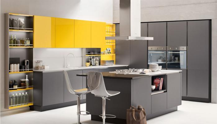 Cucina Oyster di Veneta cucine nei colori giallo e grigio