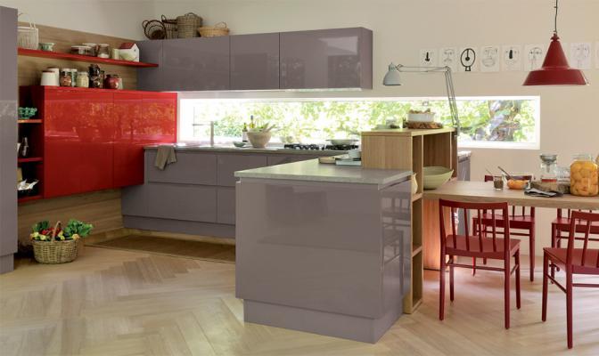 Cucina Extra di Veneta cucine nei colori rosso e Marrone Visone