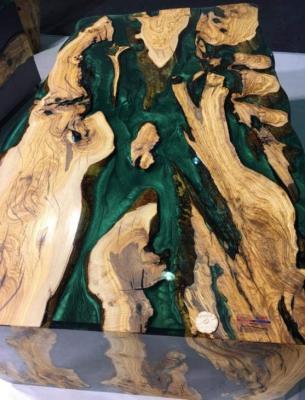 Tavolo Resark con legno di risulta e resina colorata di blu