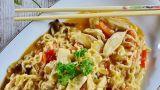Wok, bacchette e altri utensili per la cucina cinese