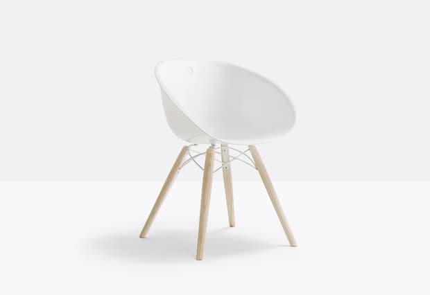 Soggiorno moderno bianco, Pedrali, sedia linea Gliss