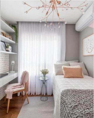 In camera da letto è meglio preferire tappeti dai colori chiari e rilassanti