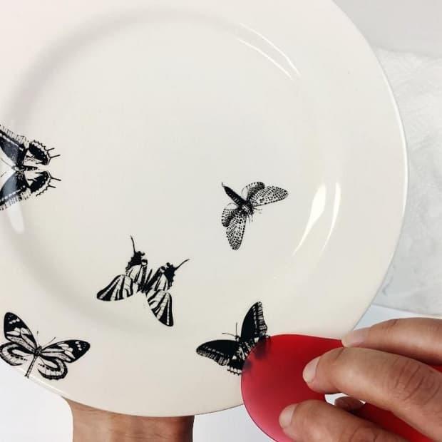 Decalcomania su piatto, da baileypottery.com