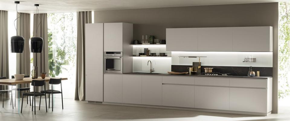 Scavolini, cucina con schienale minimalista in vetro