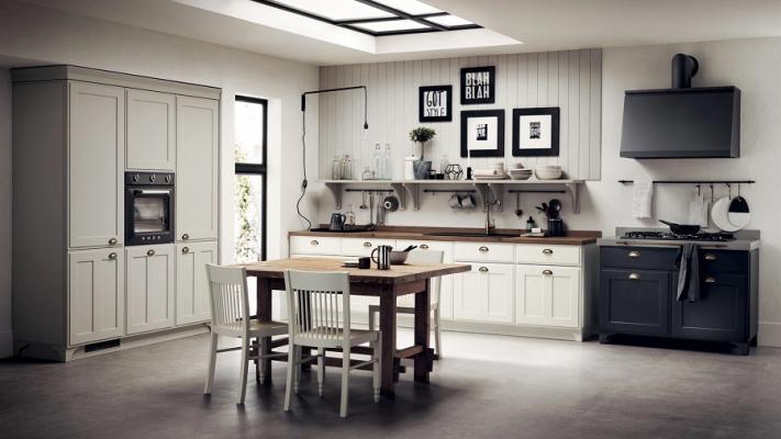 Cucina Favilla di Scavolini con schienale a doghe e mensole