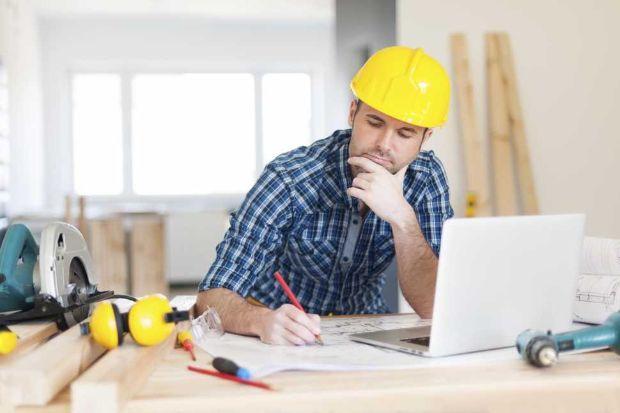 Progettista al lavoro