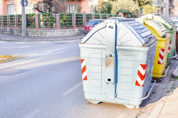 Cassonetti pubblici collocati su strada