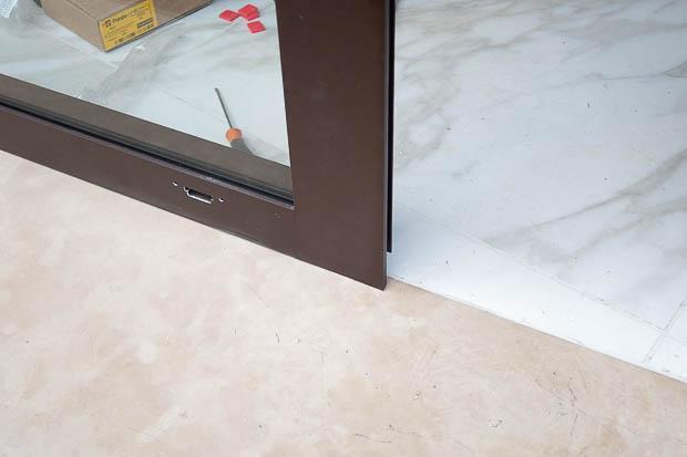 Soglia in pietra di Apricena, posta davanti all'ingresso da Taurino Edil Service