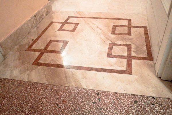 Soglia in marmo con Daino e Rosso Verona, realizzata da Taurino Edil Service