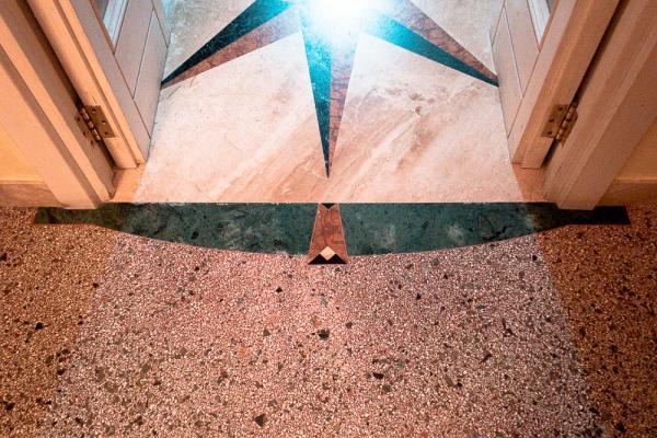 Soglia in marmo lineare e non regolare realizzata da Taurino Edil Service