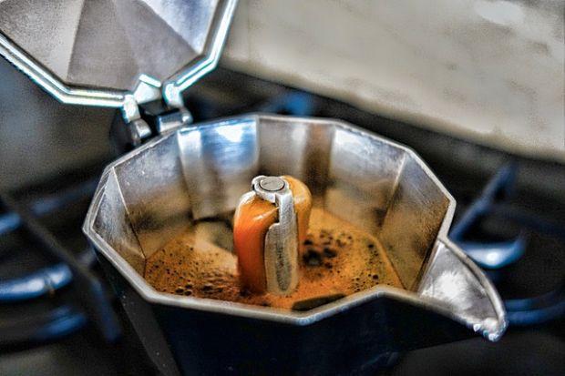 Una volta pulita la macchinetta il caffè deve uscire in questa maniera